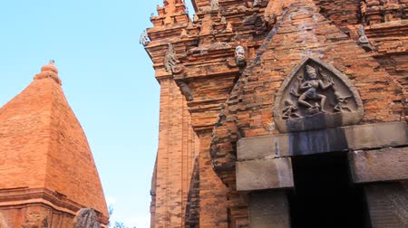 chrámy : closeup panorama of old tower at ruins of Vietnamese culture centre Thp B Ponagar