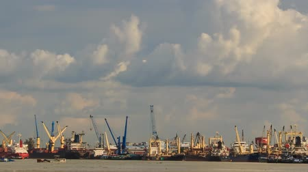 navios : panorama from sea of large cargo city sea port with working cranes and drifting boats against sky