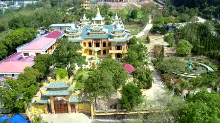 çok katlı : aerial view yellow Buddhist gate and temple among garden