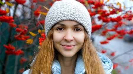üvez ağacı : blond girl in knitted hat poses at rowan tree red berries