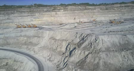 azbest : asbestos pit stepped terraces with operating excavators Wideo