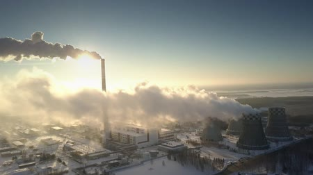 apertado : picturesque upper view morning sun shines through tight smoke cloud produced by electric power station pipe Vídeos
