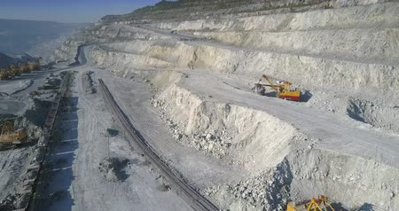 nakládané : aerial motion over mining site with digging excavators and loaded train on railway in asbestos pit Dostupné videozáznamy