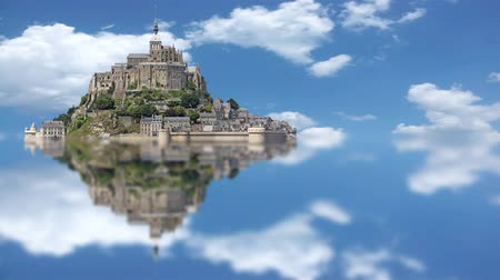 святой : Le Mont Saint Michel in France, with timelapse sky