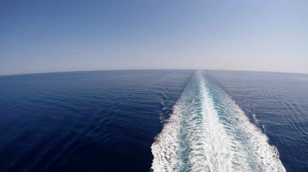 traço : Water trace behind the large cruise ship on the Mediterranean sea