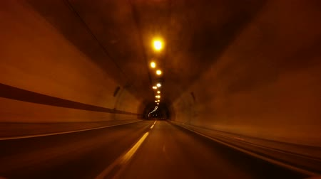 snel : Snelle auto rijden door de tunnel, abstract met motion blur en gloed, Full HD video