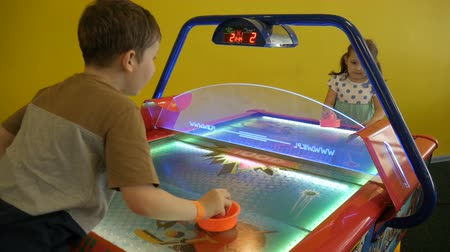 ура : Children play air hockey. Стоковые видеозаписи