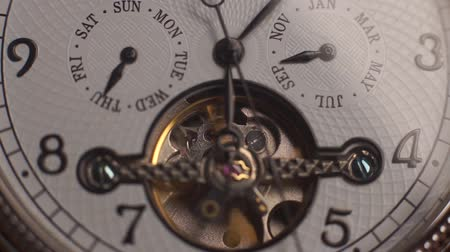 Watch mechanism working date, day, hour, minutes Vídeos