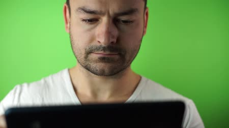 Portrait of a casual man with tablet compute green screen background Vídeos