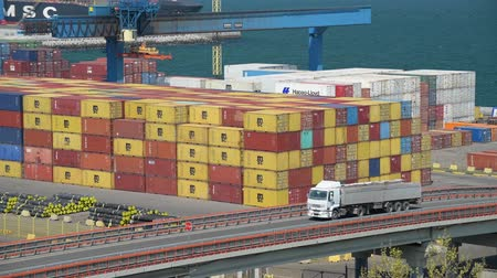 embarques : Industrial port - Trucks are going across the industrial seaport