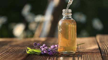 essência : lavender essential oil in beautiful bottle on table