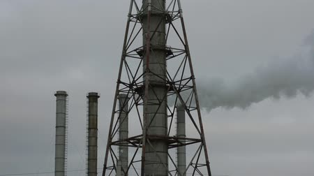 дымоход : Fuming factory chimney against the evening sky. Ukraine