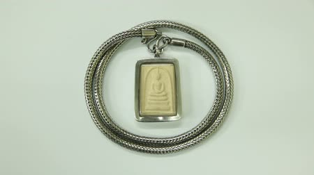 naszyjnik : Small buddha, Phra Somdej Wat Rakang with silver necklace, Generality in Thailand, Any kind of art in Buddhist, They are public treasure of Buddhist, No restrict in copy or use Wideo