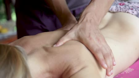 terapi : High definition footage. Close-up of male hands doing massage.