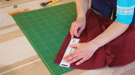цвет бордо : The tailor lines with soap on fabric with the color of a marsala. Marking is done using the ruler.