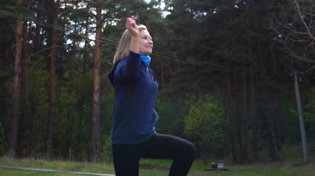 trawnik : Fitness girl is training in the park on the lawn. In the background a natural landscape. Wideo