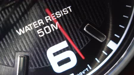 šest : Close-up of a quartz wrist watch. Movement of the red second hand.