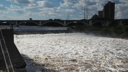 diga : Enorme fiume del Mississippi in Minneapolis, Minnesota, USA