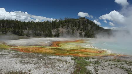 bestemming : Grand Prismatic Spring in Nationaal Park Yellowstone, Wyoming, Verenigde Staten Stockvideo