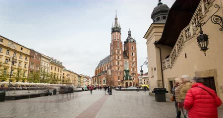 lengyelország : Market square with historic church, cloth hall in Krakow, Poland, Europe Stock mozgókép