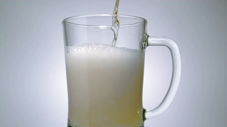 alkol : Beer being poured into mug, Slow Motion Stok Video