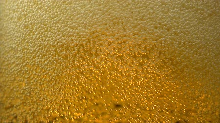 üdítő : Extreme close-up beer bubbles in glass, Slow Motion