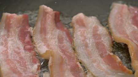 füstös : Bacon frying in pan, Slow Motion