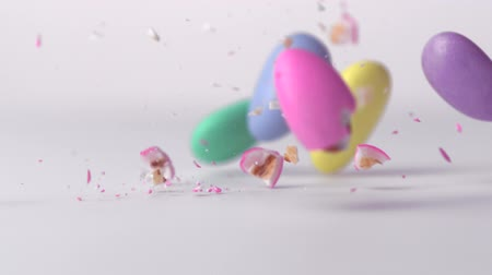 descanso : Slow-motion pastel almonds smashing