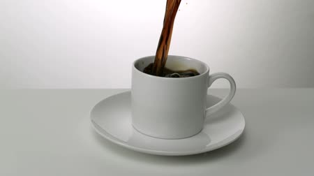 feketés csésze : Coffee being poured into coffee cup, Slow Motion