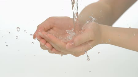 myjnia : Water pouring in womans hands shooting with high speed camera. Wideo