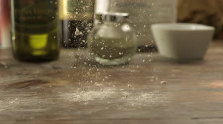 мучной : Flour on table shooting with high speed camera, phantom flex.