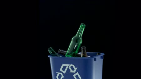 отходы : Tossing empty glass bottle into trash can shooting with high speed camera, phantom flex. Стоковые видеозаписи
