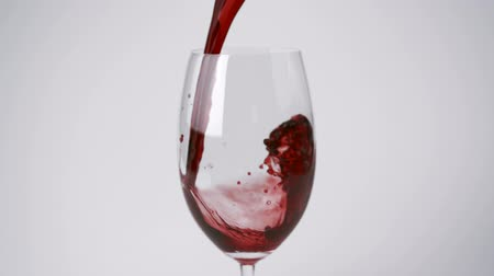 alkol : Pouring red wine into glass shooting with high speed camera and motion control.