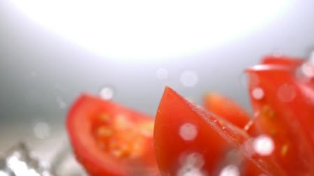 tomate : Sliced tomato with water splash shooting with high speed camera. Vídeos