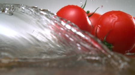 tomate : Tomato with water splash shooting with high speed camera.