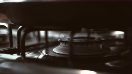 fogão : Heating up the frying pan on the stove. Shot with high speed camera, phantom flex 4K.  Slow Motion. Unedited version is included at the end of clip.