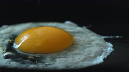 cozinhar : Cooking egg on fry pan. Shot with high speed camera, phantom flex 4K. Slow Motion. Stock Footage