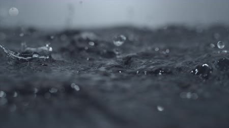 deszcz : Heavy rain on water surface shot with high speed camera, phantom flex 4K. Wideo