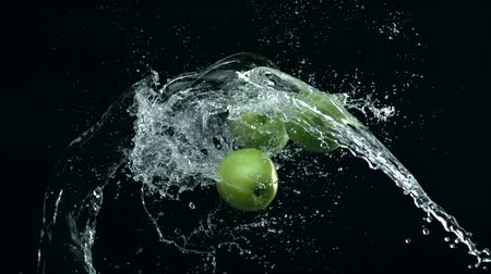 sıçrama : Apple colliding against water splash. Shot with high speed camera, phantom flex 4K. Slow Motion.