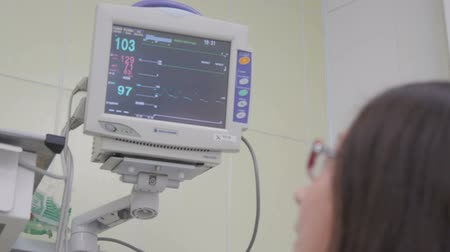 vital signs : Display of medical monitor show The waves of blood pressure, blood oxygen saturation, ECG, heart rate, treat a woman Stock Footage