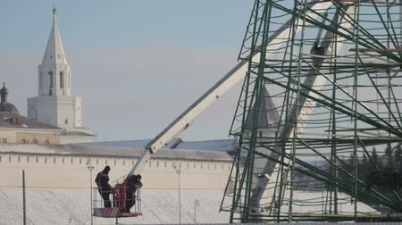 kladkostroj : 1 DECEMBER 2016, KAZAN, RUSSIA, making construction for happy new year - two workers in truck with mobile crane for installation of metal tree Dostupné videozáznamy