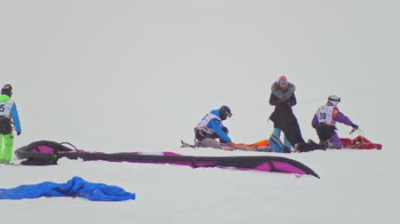 uçurtma : Kazan, Russia, 7 january 2017, Snow-kite festival orange wind, athletes prepare for competitions ice river over the city Stok Video