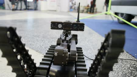 robots : Working manipulators to interact - robot for the explosions discovery and searching on the remote control