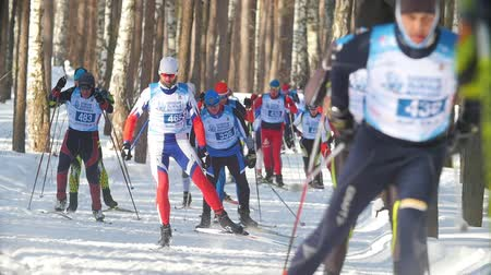 deslizamento : KAZAN, RUSSIA - March, 2018: slow motion of winter mens ski marathon, athletes skiers running in the woods Vídeos