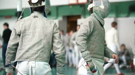meç : Two young fencers fighting during fencing competition