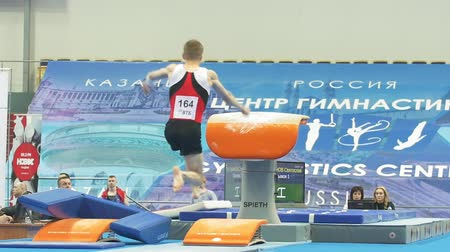 гимнастика : KAZAN, RUSSIA - APRIL 18, 2018: The championship of sports gymnastics - male athlete performing a leap at the championship