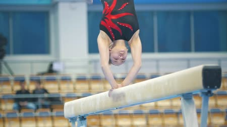 gimnastyka : KAZAN, RUSSIA - APRIL 18, 2018: All-Russian gymnastics championship - young woman gymnast performing at the beam on championship