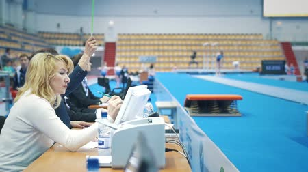jimnastik : KAZAN, RUSSIA - APRIL 19, 2018: All-Russian gymnastics championship - Judges waved the flag