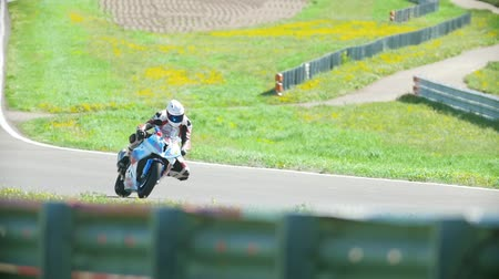 autobike : The motorcyclist rides the race track, close up, slow-motion