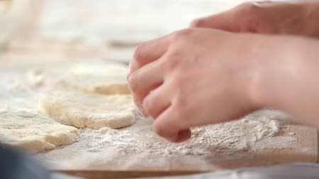 risonho : Female hands forms homemade pancakes from cottage cheese